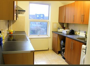 EasyRoommate UK - GREAT LOCATION - PRIVATE FACILITIES - Borehamwood, Borehamwood - £650 pcm