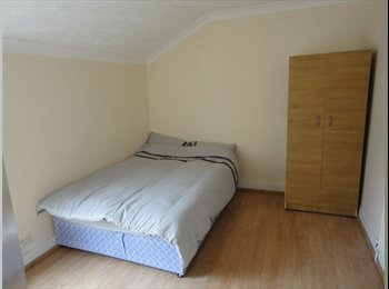 EasyRoommate UK - Furnished Rooms Near The Hospital - Bedford, Bedford - £350 pcm