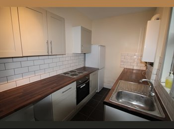 Rooms available- newly refurished house in Beeston
