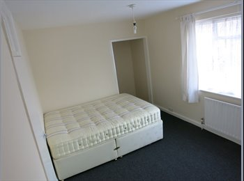 NICE DOUBLE ROOM IS AVAILABLE IN RICHMOND!!!