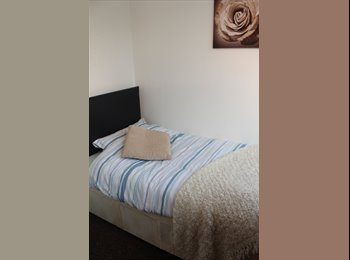 EasyRoommate UK - Beautifully presented single room in Sydenham!! - Sydenham, London - £450 pcm
