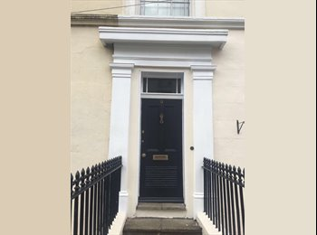 LEAMINGTON TOWN CENTRE - DOUBLE ROOM WITH SEPARATE STUDY