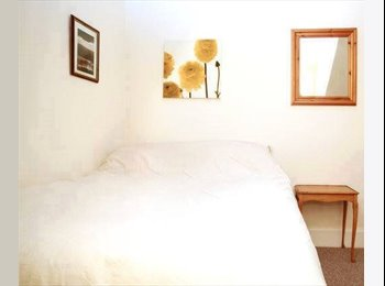 A lovely double room on Ratcliffe Terrace