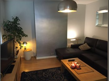 EasyRoommate UK - 7 min  walk from Northwoodhills Train station ,zone  5/6 . Clean modern house with garden. , Ruislip Common - £480 pcm