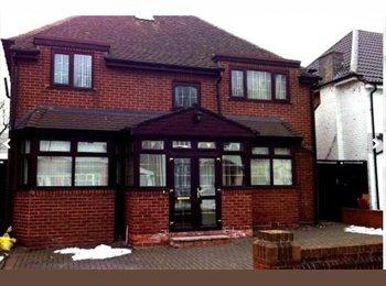 EasyRoommate UK - No Fee - One Luxurious Room with Ensuite Left! - Edgbaston, Birmingham - £485 pcm