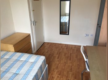 Cosy double room available in Acton Central