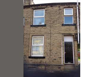 EasyRoommate UK - TWO BED HOUSE NEAR TOWN, Huddersfield - £400 pcm