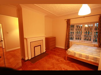 LARGE DOUBLE ROOM IN LUXURY APT £800/M INCLUSIVE