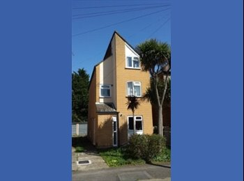 EasyRoommate UK - 2 double rooms available ASAP - Tolworth, London - £400 pcm