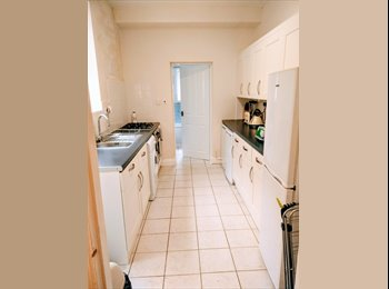 3x double furnished rooms - available now