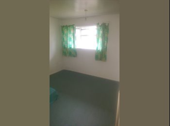EasyRoommate UK - Large Double Room to Rent - With Store Outside Room - Near McColl's - All Bills Includded - Royal Leamington Spa, Leamington Spa - £425 pcm