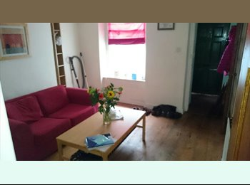 2 rooms in cosy terraced house near Williamson Park