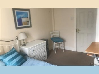 2 Double rooms in comfortable modern flat, central...