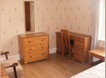EasyRoommate UK - Spacious , newly decorated room,  in shared house, Chesterfield - £303 pcm