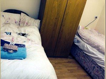 EasyRoommate UK - FELTHAM, 2 DOUBLE BEDROOM £115 P/W FURNISHED - Feltham, London - £495 pcm