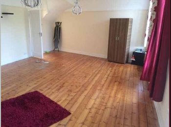 EasyRoommate UK - Double room all bills included, next to station, fully furnished.  - Northwood, London - £650 pcm