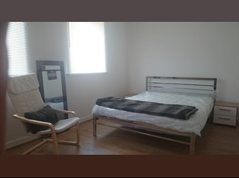 EasyRoommate UK - NO DEPOSIT NEEDED SPACIOUS DOUBLE BEDROOM FREE TRAVEL PASS FEMALES ONLY - Dartford, London - £500 pcm