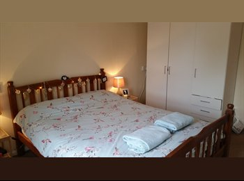 EasyRoommate UK - Light and airy 2 bedroom flat , reliable landlord - Swinton, Salford - £550 pcm