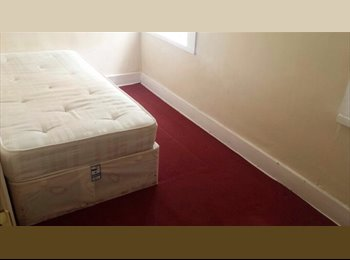 LARGE DOUBLE ROOM NEXT TO THE STATION