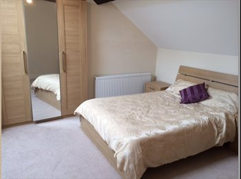 EasyRoommate UK - Beautiful En Suite Double Room to Rent £100 pw! - Garston, Liverpool - £350 pcm