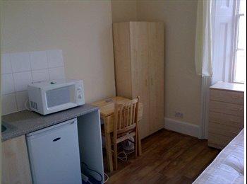 EasyRoommate UK - House Share in Barnet - Barnet, London - £693 pcm