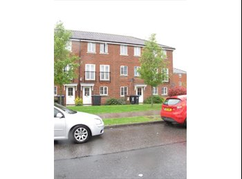 EasyRoommate UK - 5 Bedroom properties on Business Park!!!!! - Hatfield, Hatfield - £450 pcm