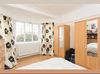 Cozy and Spacious Double room in East Acton! P