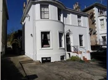 EasyRoommate UK - Double room in spacious  flat, close to the sea - Ryde, Ryde - £380 pcm
