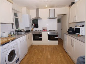 Lovely rooms, TV & internet, Close to Westfield's