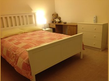 EasyRoommate UK - NICE CLEAN ROOM IN DETACHED HOUSE-GREAT LOCATION - Grays, Grays - £400 pcm