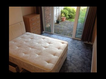 EasyRoommate UK - Spacious Double Room In Great Houseshare - Northolt, London - £650 pcm