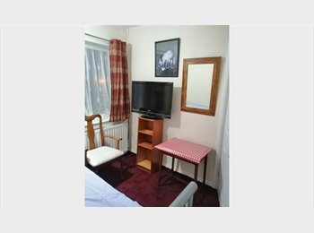 ATTRACTIVE MEDIUM DOUBLE ROOM IN A NEAT FAMILY HOUSE
