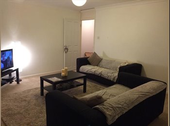 EasyRoommate UK - Lovely double bedroom in flat in teddington - Teddington, London - £600 pcm