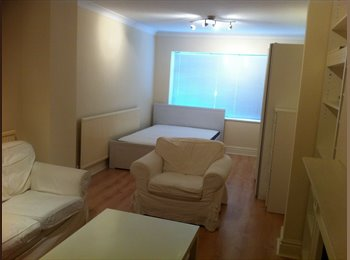 A Light & Spacious Double Room 10mins from tube