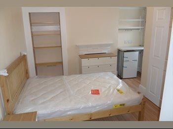 EasyRoommate UK - Newly Refurbished, Luxury, Pro. HMO in Bushey (4) - Bushey, Watford - £750 pcm
