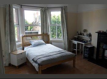 EasyRoommate UK - Newly Refurbished, Luxury, Pro. HMO in Bushey (3) - Bushey, Watford - £950 pcm
