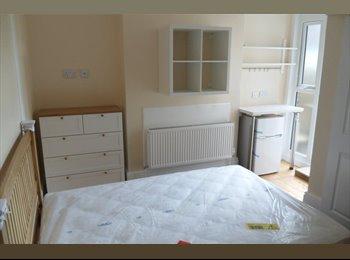 EasyRoommate UK - Newly Refurbished, Luxury, Pro. HMO in Bushey (2) - Bushey, Watford - £825 pcm
