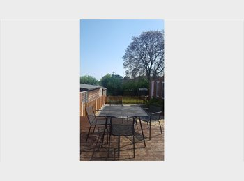 EasyRoommate UK - 2 large double bedrooms to rent in spacious house - Exeter, Exeter - £395 pcm