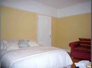 EasyRoommate UK - very large double room to let in beautiful flat - Belfast, Belfast - £300 pcm