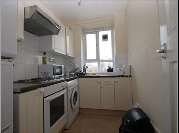 "Comfortable Rooms with 32"" TV Close to shops & tube"