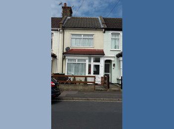 EasyRoommate UK - Double room for individual - Perry Street, Gravesend - £400 pcm
