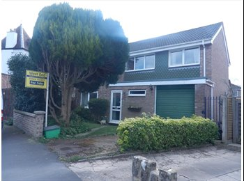 EasyRoommate UK - ROOM TO LET IN FAMILY HOME - PRESTBURY - Prestbury, Cheltenham - £375 pcm