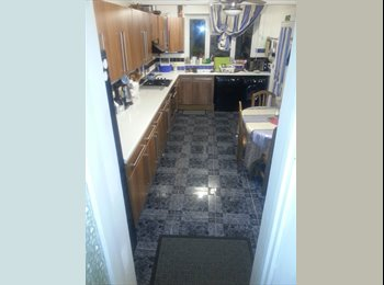 Double Room to Rent in a 3 Bed House in Croydon.