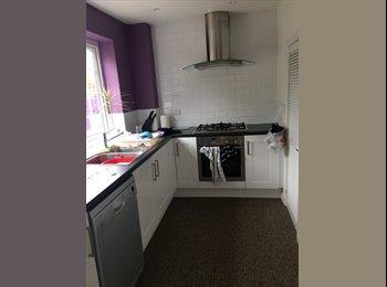 EasyRoommate UK - Double room in spacious friendly house :) - Bognor Regis, Bognor Regis - £450 pcm