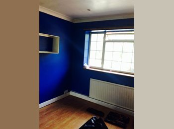 EasyRoommate UK - Spacious room - High Wycombe, High Wycombe - £475 pcm