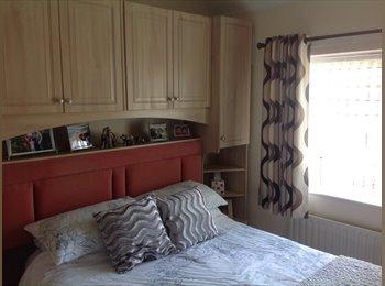 EasyRoommate UK - Comfortable Double Bedroom - Huddersfield, Kirklees - £300 pcm