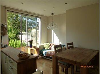 EasyRoommate UK - 3 BEDROOM HOUSE TO SHARE - Feltham, London - £575 pcm