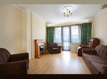 Spacious Double Bedroom with Balcony ALL BILLS INC