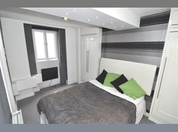 EasyRoommate UK - A contemporary double room with en-suite shower - Hammersmith, London - £900 pcm