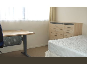 EasyRoommate UK - BRIGHT SINGLE ROOM SHARED HOUSE TOWN CENTRE - Basingstoke, Basingstoke and Deane - £368 pcm